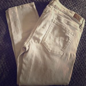 American Eagle distressed white jeans